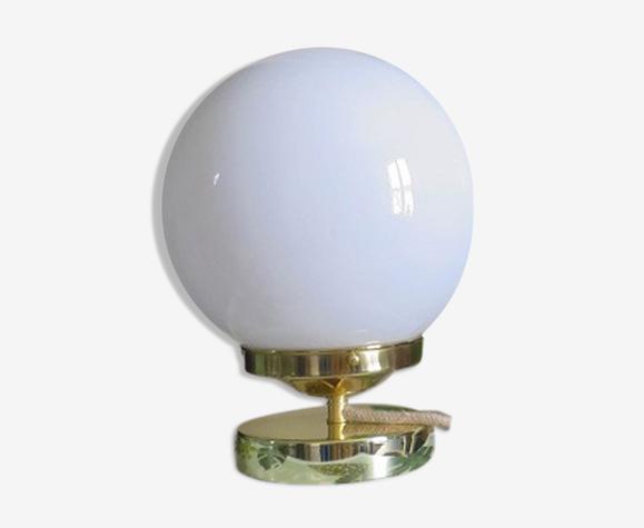 Lampe globe opaline blanc
