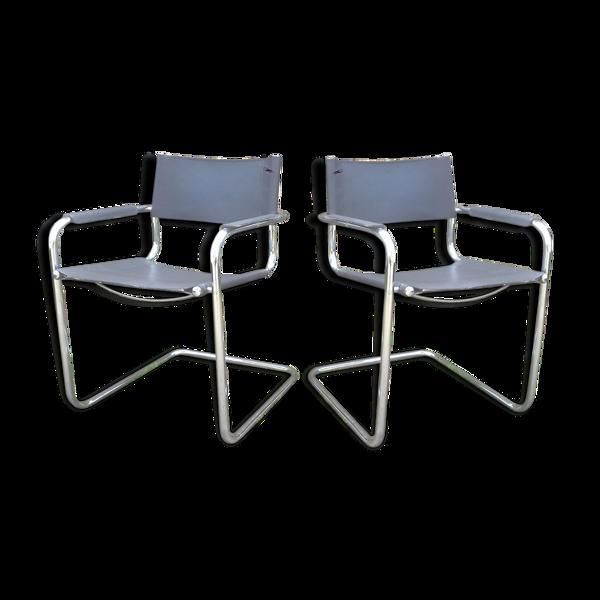 Paire de fauteuils en acier tubulaire chromé