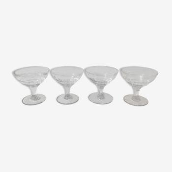 4 coupes à champagne en verre gravé