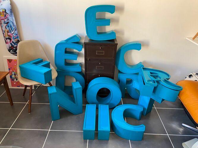 Lettre E d'enseigne en aluminium alu et plexiglas plexi vintage 1970