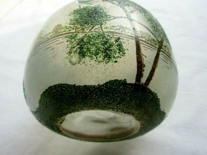 Vase panier rond verre émaillé paysage lacustre avec grands arbres
