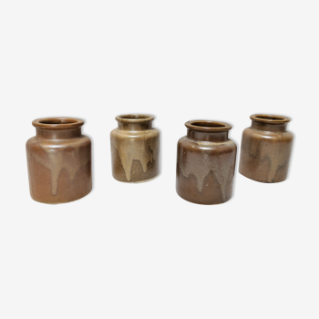 Lot de quatre pots en grès marron