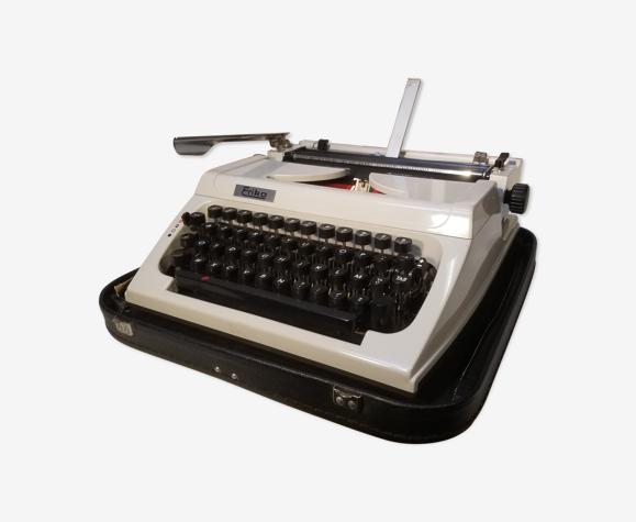 Vintage mechanical typewriter erika 158 - made in gdr