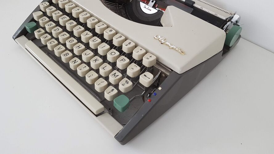 Machine à écrire Olympia Deluxe vintage